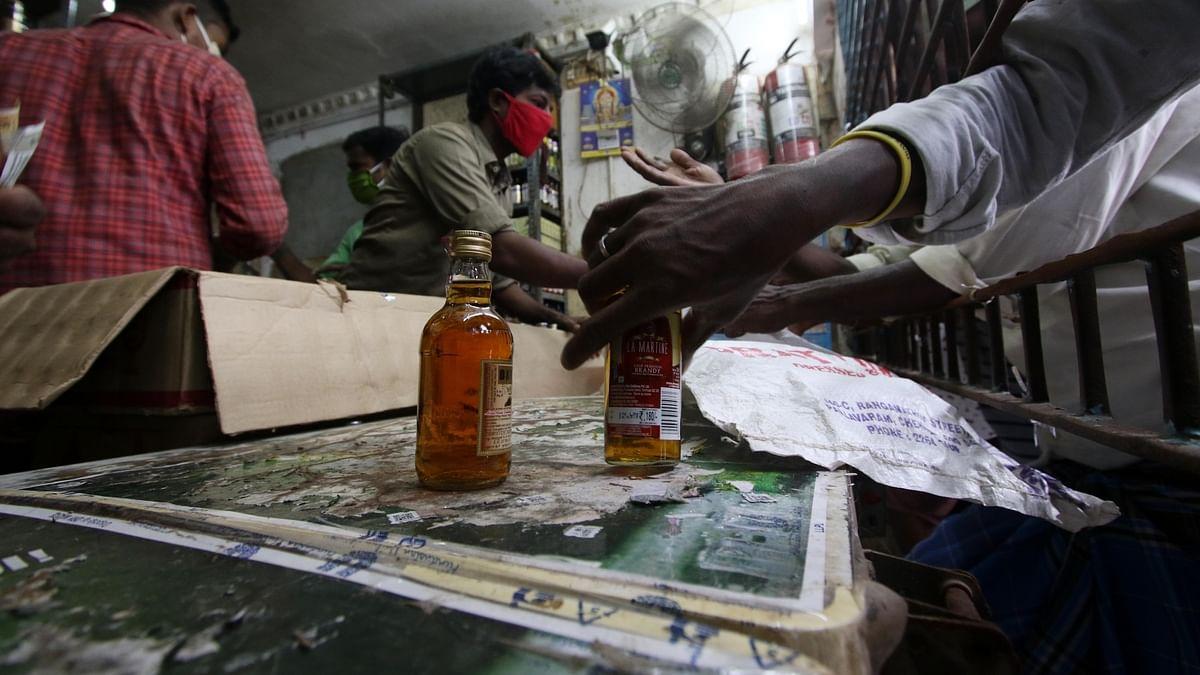 अब यूपी में नकली शराब की बिक्री की जांच के लिए लगेगी POS मशीन