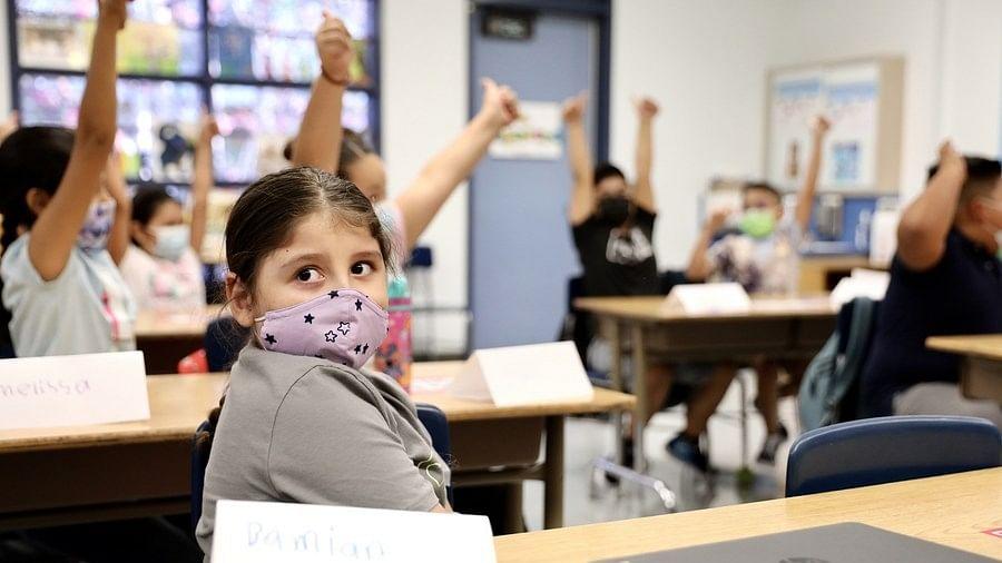 18 महीने बाद पूरी तरह से खुले शिकागो के पब्लिक स्कूल