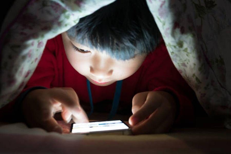 चीन ने ऑनलाइन गेमिंग की लत को खत्म करने के लिए बड़ा फैसला किया