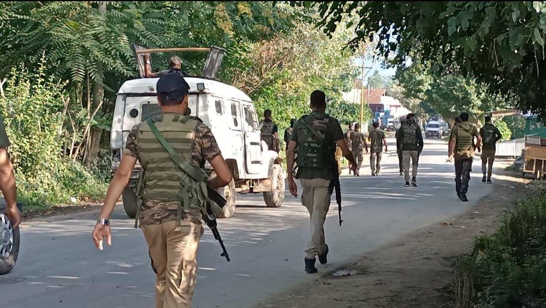 कश्मीर के कुलगाम में मुठभेड़, एक आतंकवादी ढेर