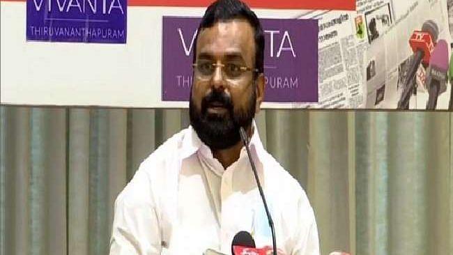 कांग्रेस को एक और झटका, शीर्ष नेता के.पी. अनिल कुमार CPI-M में हुए शामिल