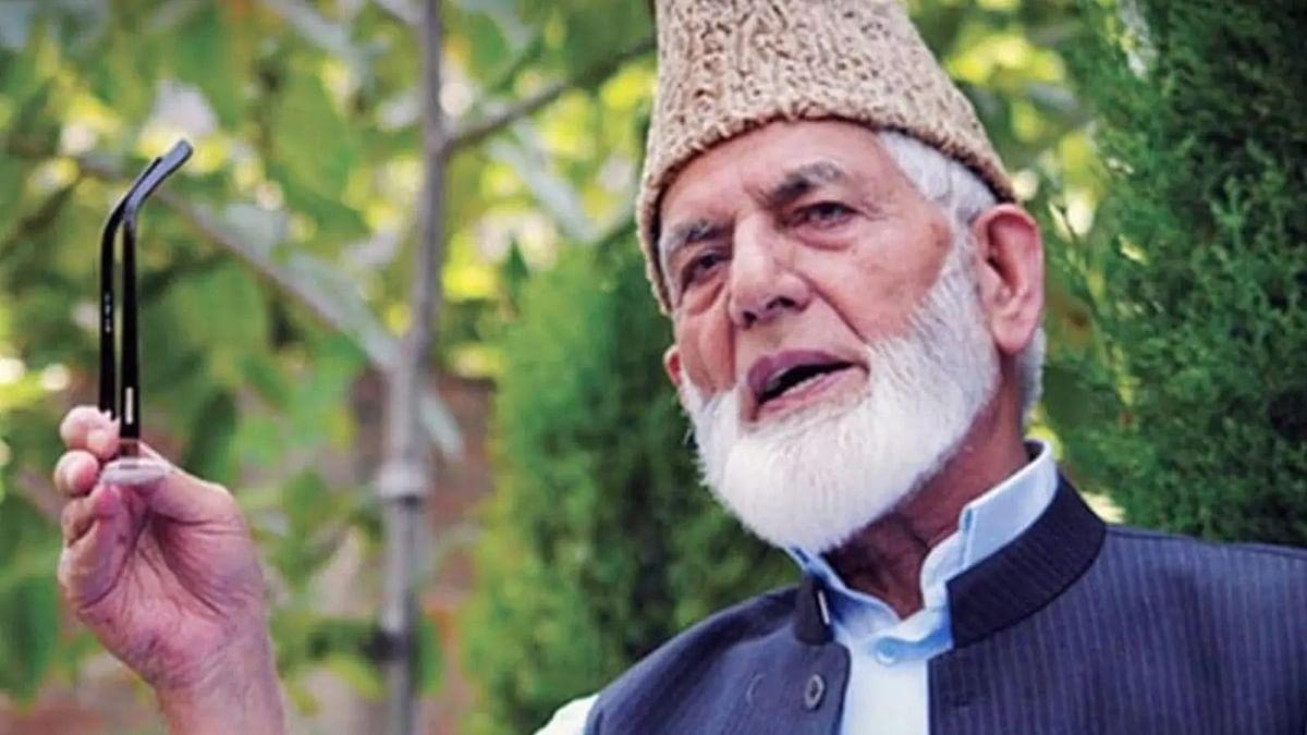 जम्मू-कश्मीर पुलिस ने इस्लामिक रीति-रिवाजों के साथ गिलानी को सुपर्द ए खाक करने का वीडियो जारी किया