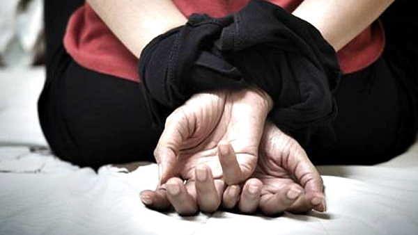 लखनऊ: घर वापस जा रही मानसिक बीमार युवती से ऑटो चालक सहित आठ लोगों ने किया पूरी रात दुष्कर्म