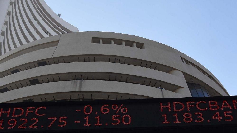 सेंसेक्स 200 अंकों से ज्यादा फिसला, बैंकिंग शेयरों में गिरावट