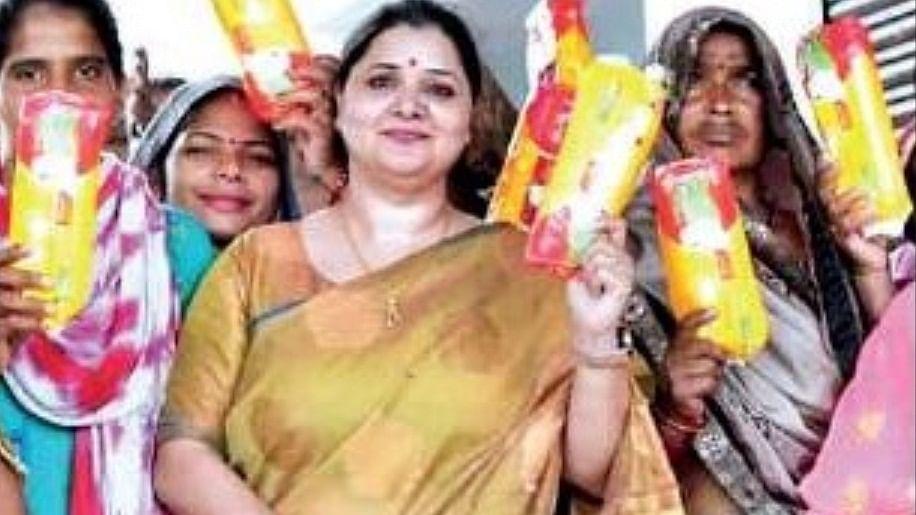 उत्तर प्रदेश: प्रयागराज जिले में स्कूल टीचर बनी 'पैड वुमन'