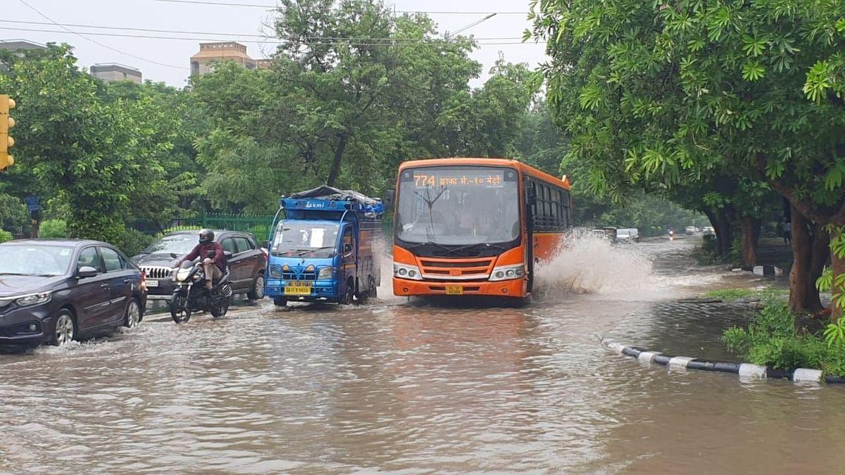 Delhi-NCR और उसके आसपास के इलाकों में भारी बारिश