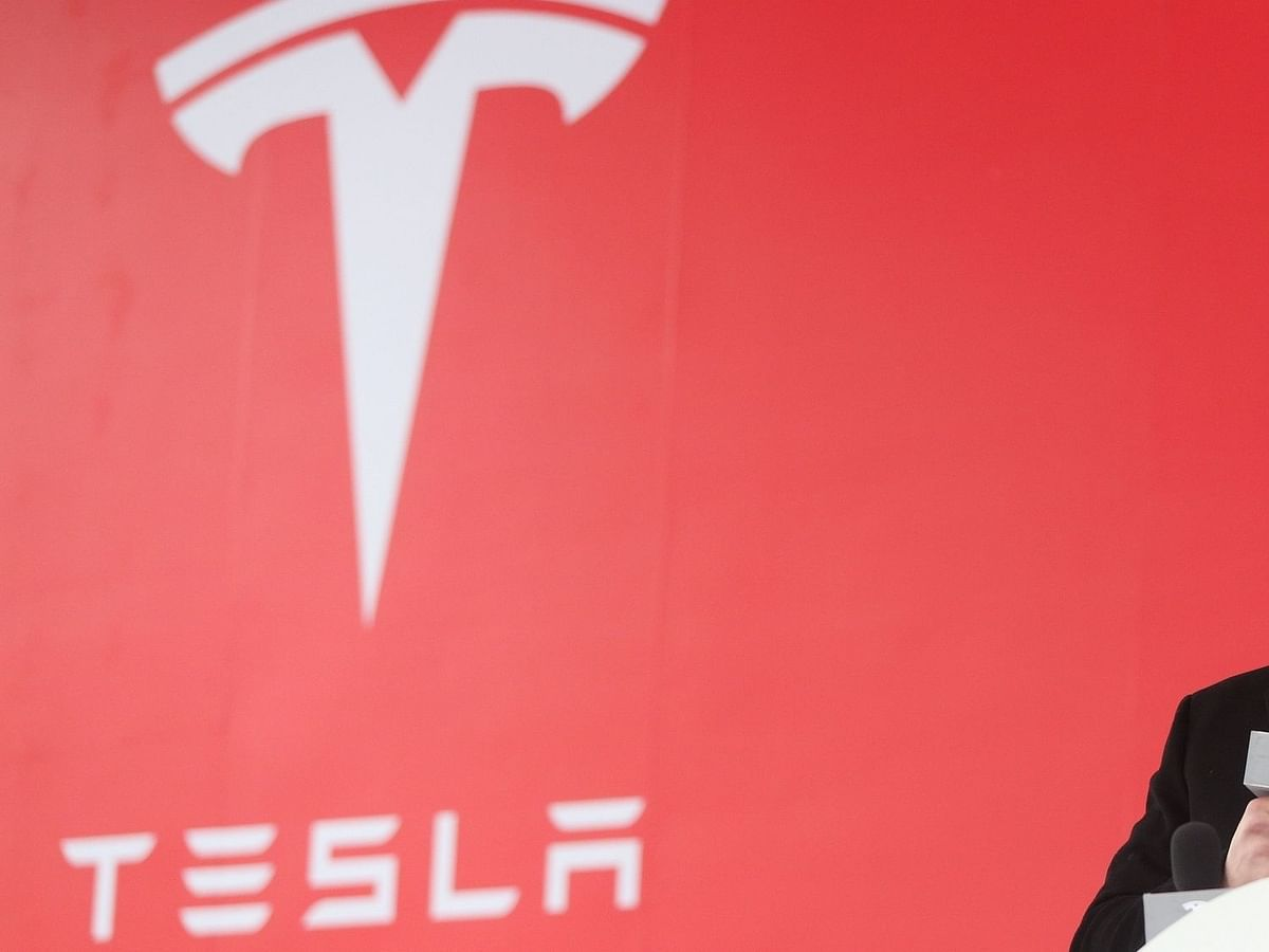 Tesla ऑटोपायलट से ड्राइवर का ध्यान होता है कम - रिपोर्ट