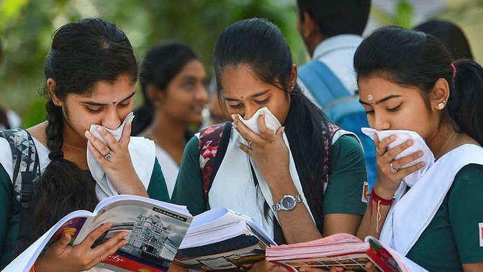 स्कूल खुलते ही फिर से घातक हुआ कोरोना वायरस, दैनिक मामलों में हुई 11 हजार से अधिक बढ़ोतरी