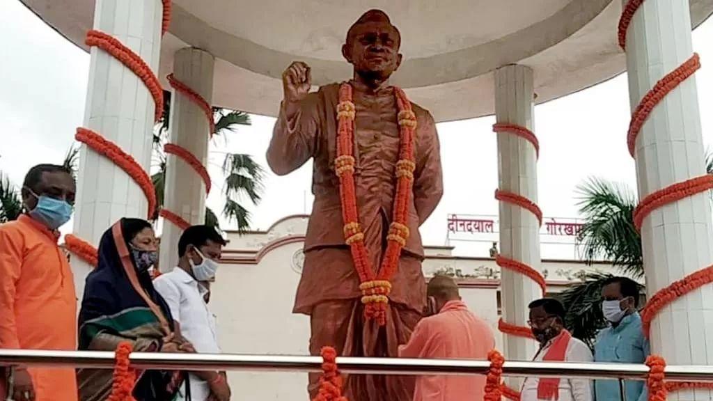 पं0 दीन दयाल उपाध्याय की जयंती के अवसर पर मुख्यमंत्री ने गोरखपुर में किया गरीब कल्याण मेले का शुभारम्भ