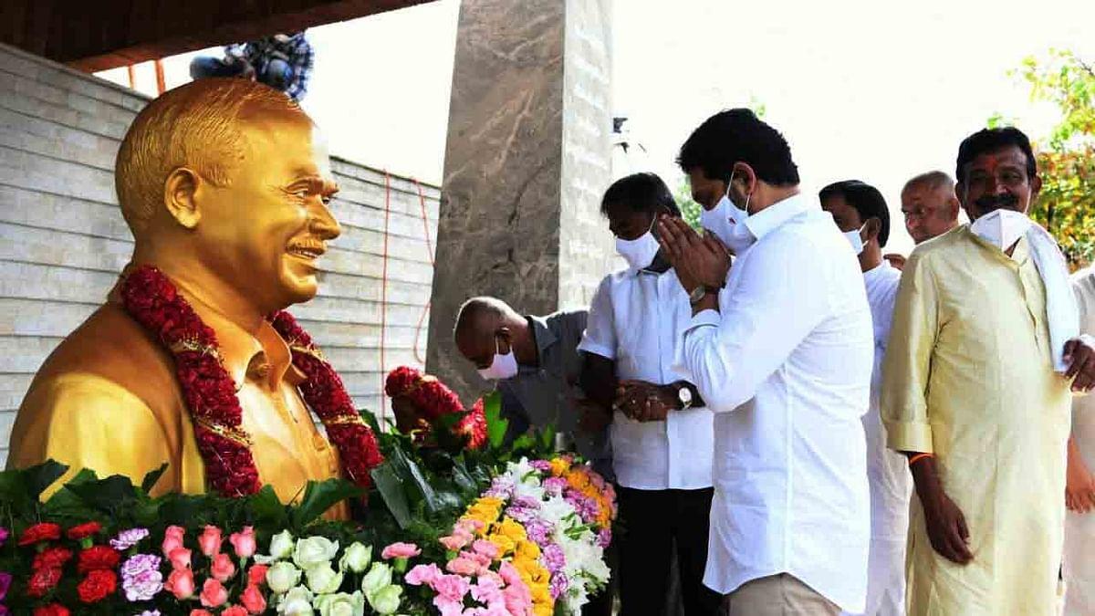 आंध्र प्रदेश के मुख्यमंत्री ने वाईएस राजशेखर रेड्डी को 12वीं पुण्यतिथि पर दी श्रद्धांजलि