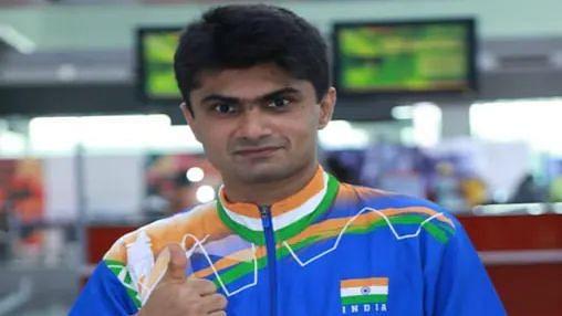 Tokyo Paralympics: नॉएडा के डीएम यतिराज ने बैडमिंटन में जीता रजत पदक, भारत को मिला 18वां पदक