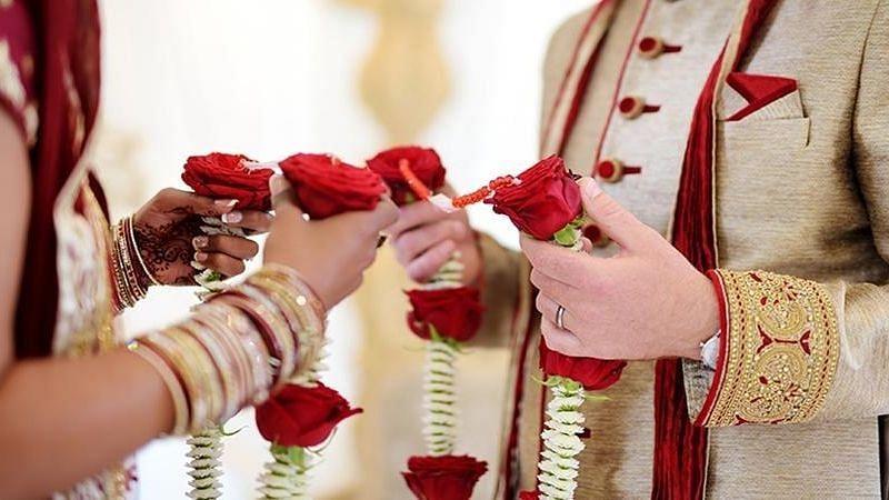 दुष्कर्म का आरोप वापस लेने के बाद यूपी की महिला ने व्यक्ति से पुलिस हिरासत में की शादी