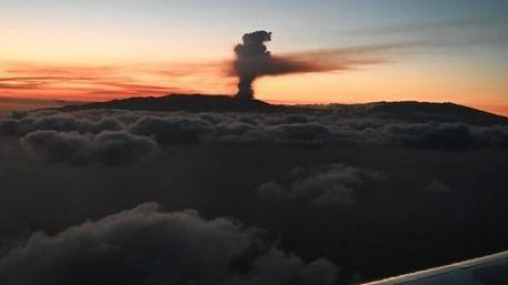 स्पेन के किंग, प्रधानमंत्री ने ला पाल्मा ज्वालामुखी विस्फोट के पीड़ितों से की मुलाकात