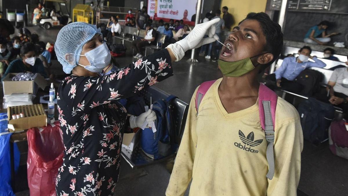 Covid-19 updates: भारत में दैनिक कोविड मामलों में कमी, सक्रिय मामले भी हुए कम