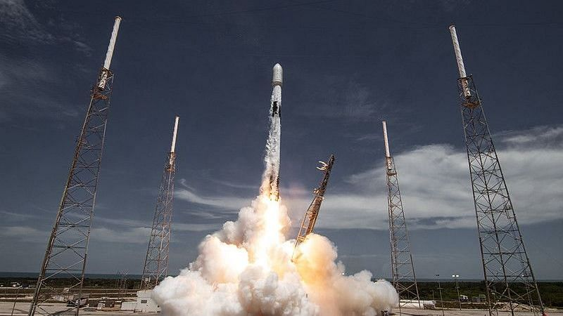 SpaceX ने मई से अब तक 51 स्टारलिंक इंटरनेट सेटेलाइट किया पेश