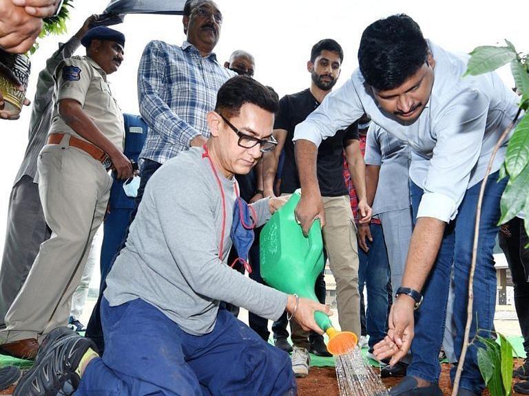 बॉलीवुड अभिनेता आमिर खान ने 'ग्रीन इंडिया चैलेंज' में भाग लिया