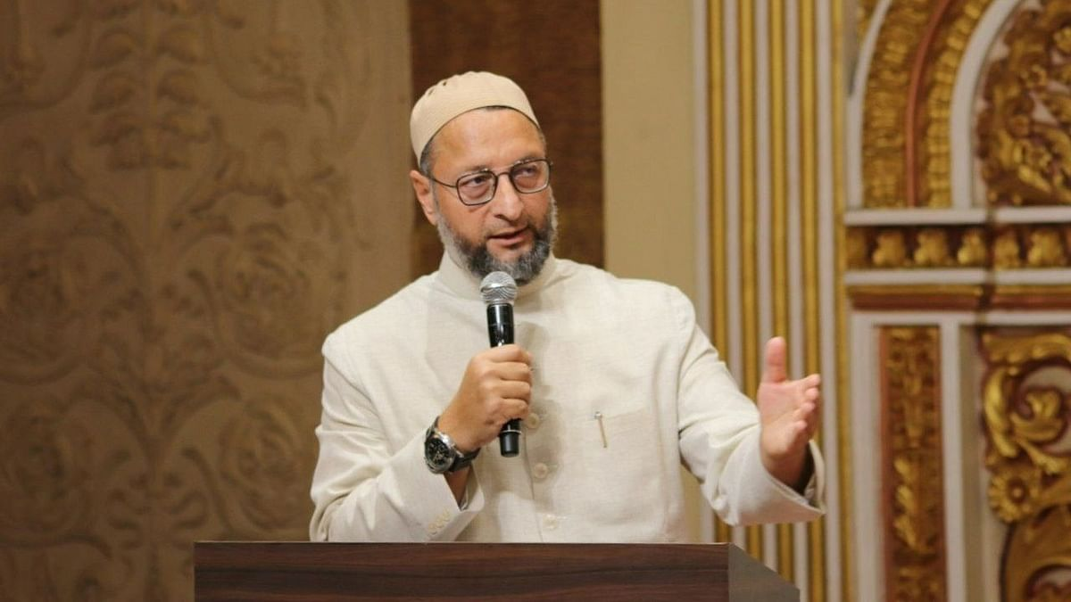 उत्तर प्रदेश IAS अधिकारी के समर्थन में उतरे ओवैसी व शिया धर्मगुरु