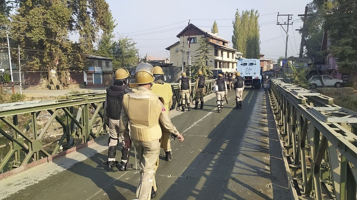 जम्मू-कश्मीर: श्रीनगर में पुलिस टीम पर आतंकियोंं ने किया हमला