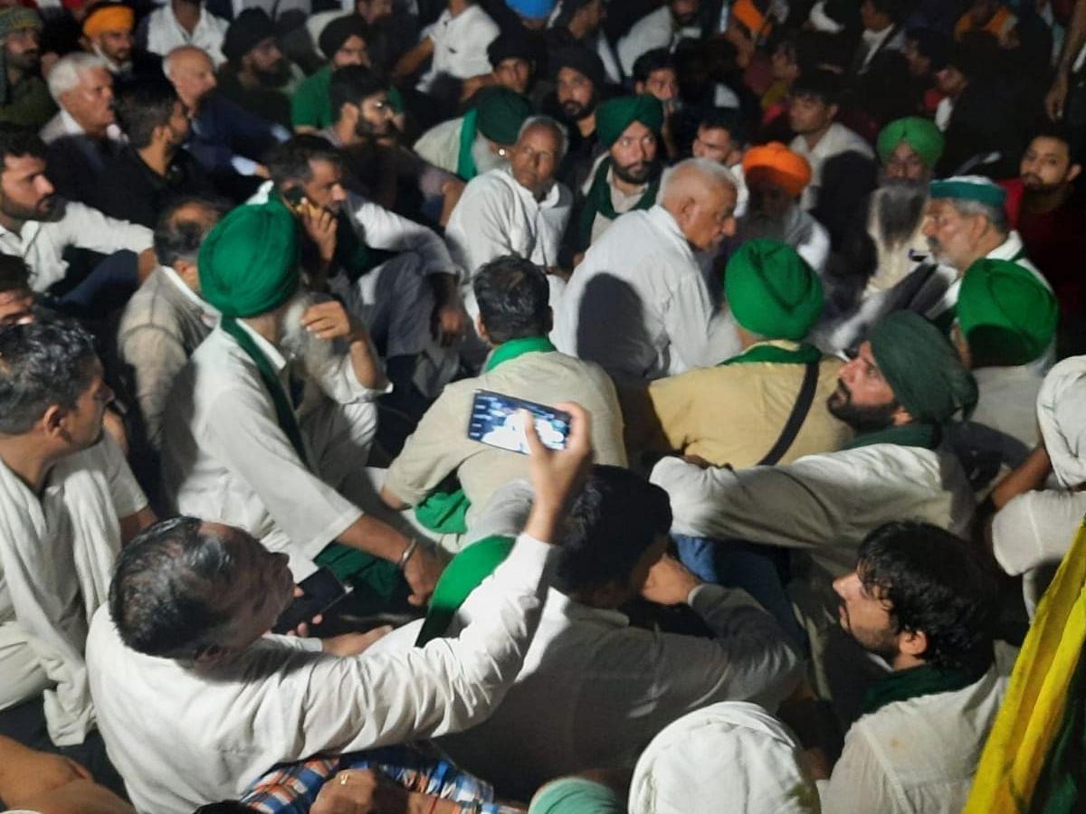 करनाल लघु सचिवालय के बाहर डटे किसान, प्रशासन के खिलाफ महापड़ाव का दूसरा दिन
