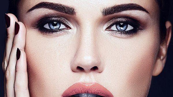 Makeup Tips: ऑयली स्किन वाली महिलाओं को आजमाने चाहिए ये गजब के मेकअप टिप्स