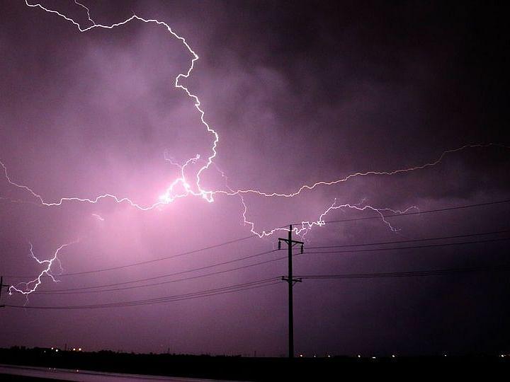 मध्य प्रदेश में बारिश के बीच आकाशीय बिजली गिरने से 5 की मौत