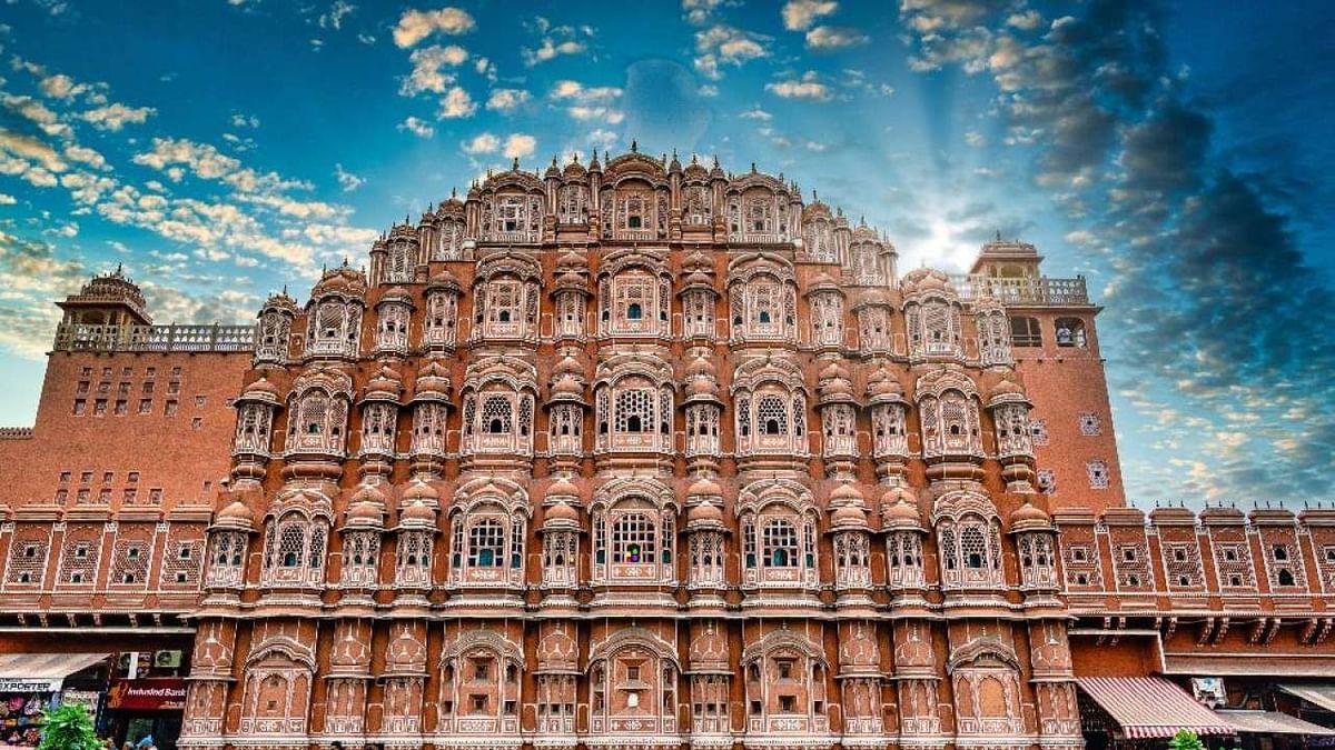 'जयपुर का हवा महल और आमेर का किला भी बेचेगी सरकार'