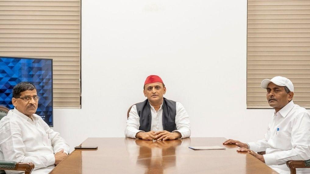BSP से निष्कासित पूर्व मंत्री लालजी वर्मा और रामअचल राजभर ने की अखिलेश से मुलाकात