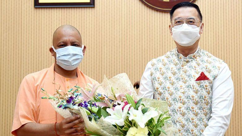 मुख्यमंत्री योगी आदित्यनाथ से सिंगापुर के उच्चायुक्त श्री साइमन वॉन्ग वी कुएन ने की शिष्टाचार भेंट