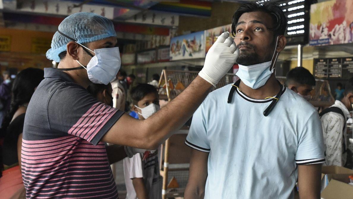 Covid-19 Updates: भारत में कोरोनावायरस के 22,842 नए मामले, वैक्स कवरेज 90 करोड़ के पास पहुंचा