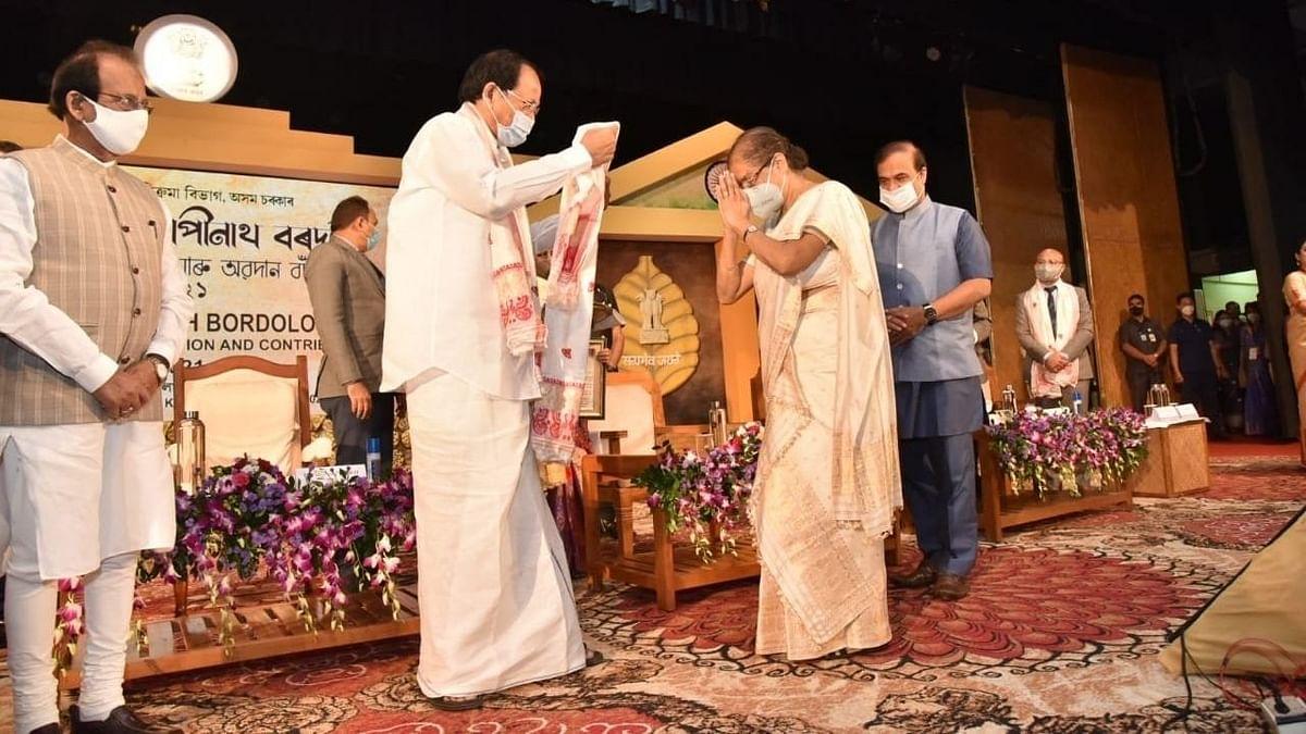 उपराष्ट्रपति ने 3 विद्वानों को दिए असम के सर्वोच्च नागरिक पुरस्कार