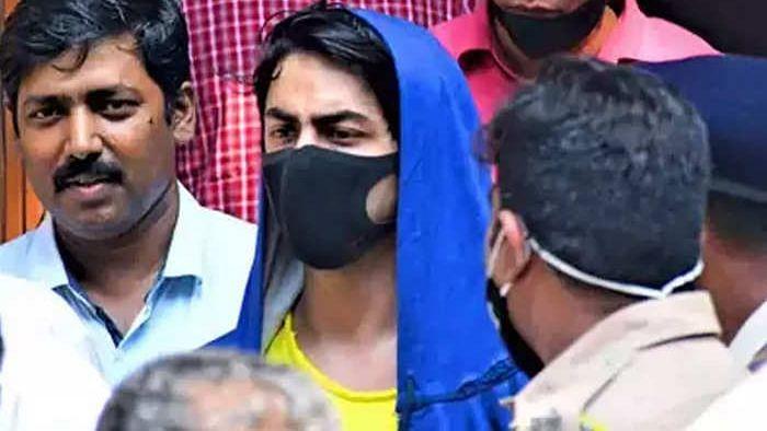 Cruise Party: आर्यन खान ने NCB की पूछताछ में पार्टी में ड्रग्स ले जाने की बात कुबूली