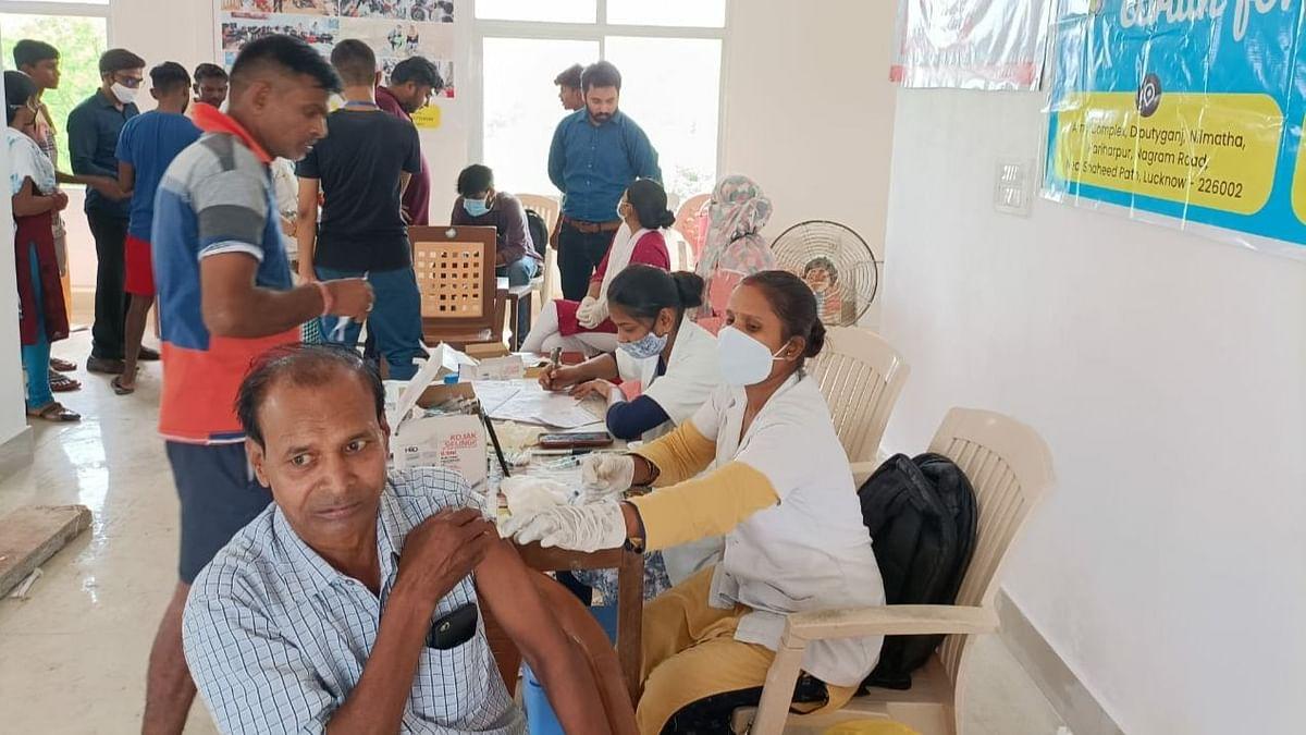 लखनऊ: गो मार्ट के सहयोग से कैंप लगाकर करवाया गया Vaccination