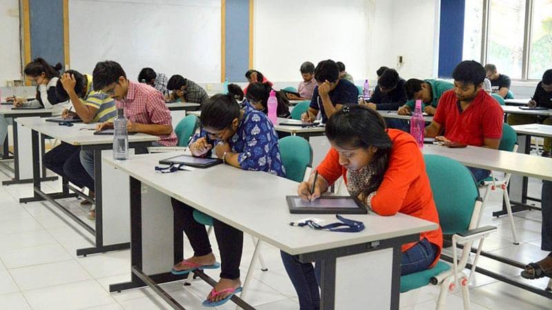पूरी हुई JEE एडवांस परीक्षा, गणित के प्रश्नों में उलझे कई छात्र