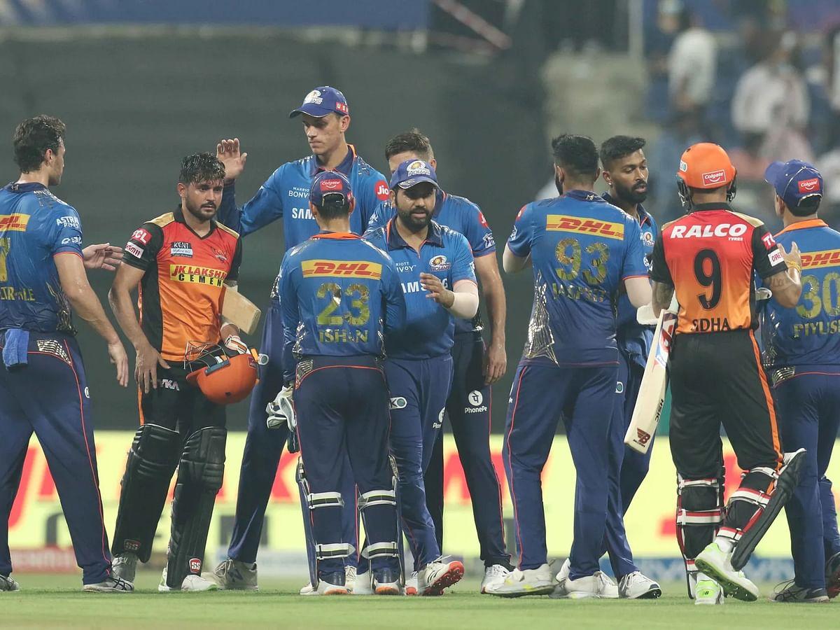 IPL 2021: हैदराबाद के खिलाफ जीत के बावजूद मुंबई प्लेऑफ की दौड़ से बाहर