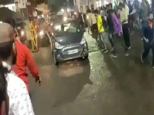 भोपाल: दुर्गा प्रतिमा विसर्जन के दौरान भीड़ में घुसी तेज रफ्तार कार, कई लोग घायल, एक ही हालत गंभीर