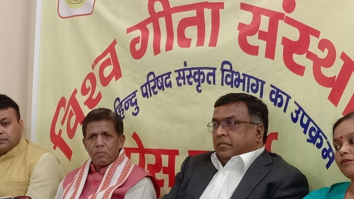 विश्व हिंदू परिषद ने की गीता को राष्ट्रीय ग्रंथ घोषित करने की मांग, राष्ट्रपति और प्रधानमंत्री मोदी को सौंपेगा ज्ञापन