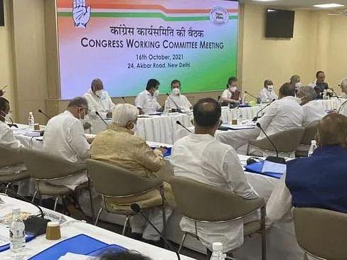 CWC Meeting: सोनिया गांधी का केंद्र पर हमला, बोलीं: 'जम्मू-कश्मीर में अल्पसंख्यकों को स्पष्ट रूप से निशाना बनाया गया'