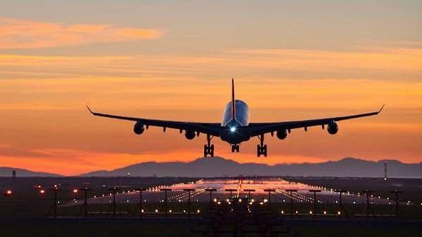 18 अक्टूबर से पूरी तरह से हटेंगी घरेलू उड़ानों पर पाबंदियां, कोरोना केस घटने पर लिया गया फैसला
