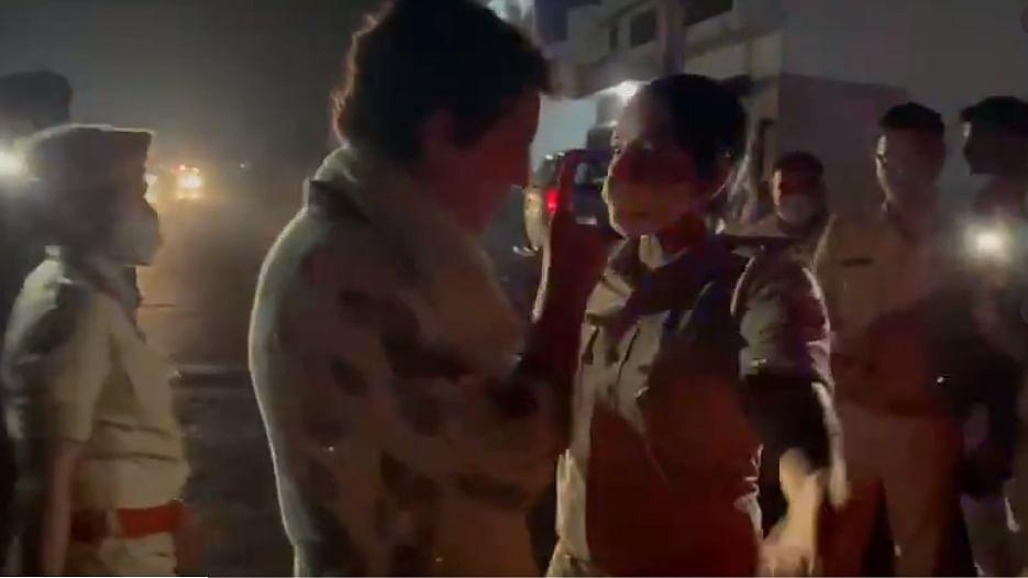 28 घंटे बाद भी प्रियंका हिरासत में, मोदी को किया ट्वीट
