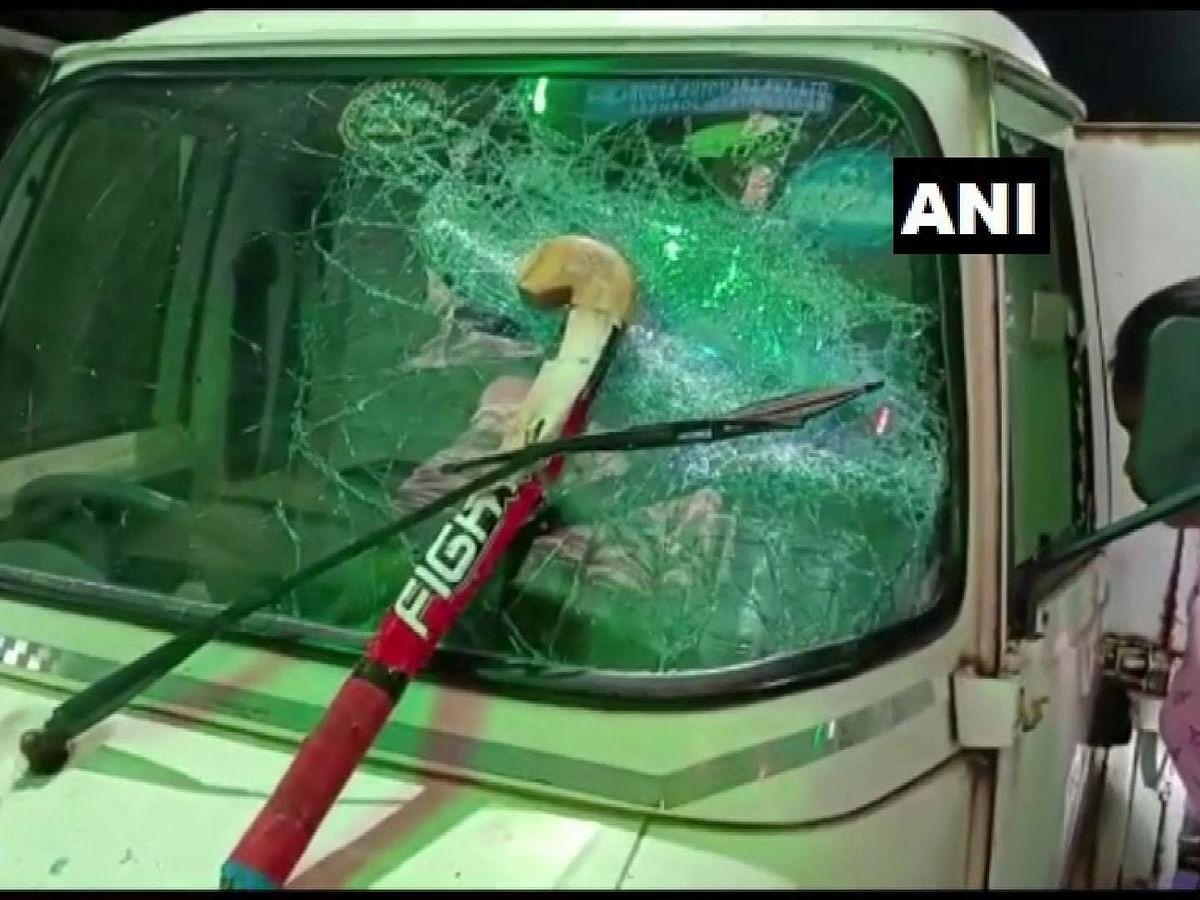 पश्चिम बंगाल: दुर्गा विसर्जन कर लौट रहे लोगों पर बम से हमला, वाहनों में भी की तोड़फोड़