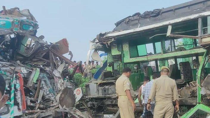 बाराबंकी में ट्रक और बस में टक्कर, 8 की मौत, कई घायल, मुख्यंत्री ने जताया शोक