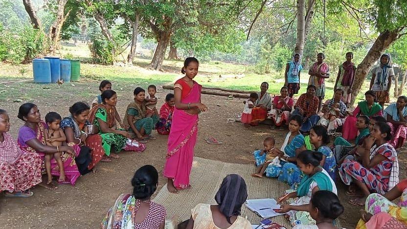 कैसे नवोन्मेषी, टिकाऊ तकनीक भारत में ग्रामीण महिलाओं को बना सकती है सशक्त