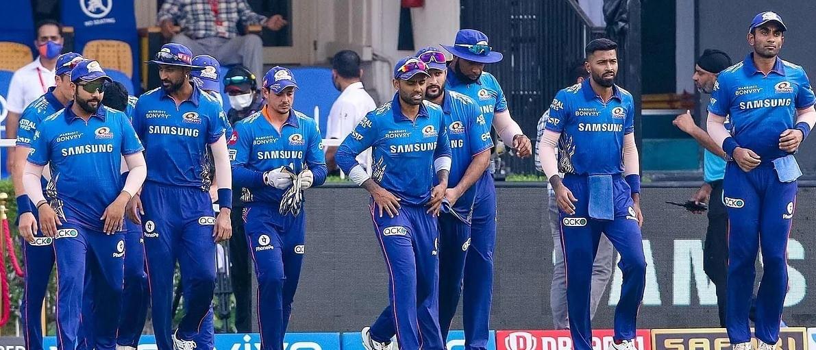 IPL 2021: मुंबई ने राजस्थान को 8 विकेट से हराकर प्लेऑफ की उम्मीदें बरकरार रखीं