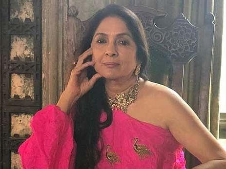 बचपन में नीना गुप्ता के साथ कुछ लोगों ने की थी छेड़छाड़, अपनी ऑटोबायोग्राफी में किया चौकनें वाला खुलासा..