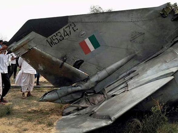 मध्य प्रदेश: भिंड में एयरफोर्स का विमान मिराज दुर्घटनाग्रस्त होकर दो टुकड़े में बंटा, पायलट सुरक्षित