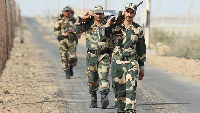 BSF के अधिकार क्षेत्र बढ़ने पर पंजाब में सियासत, विपक्ष लगा रहा केंद्र पर राज्यों के अधिकार में हस्तक्षेप का आरोप