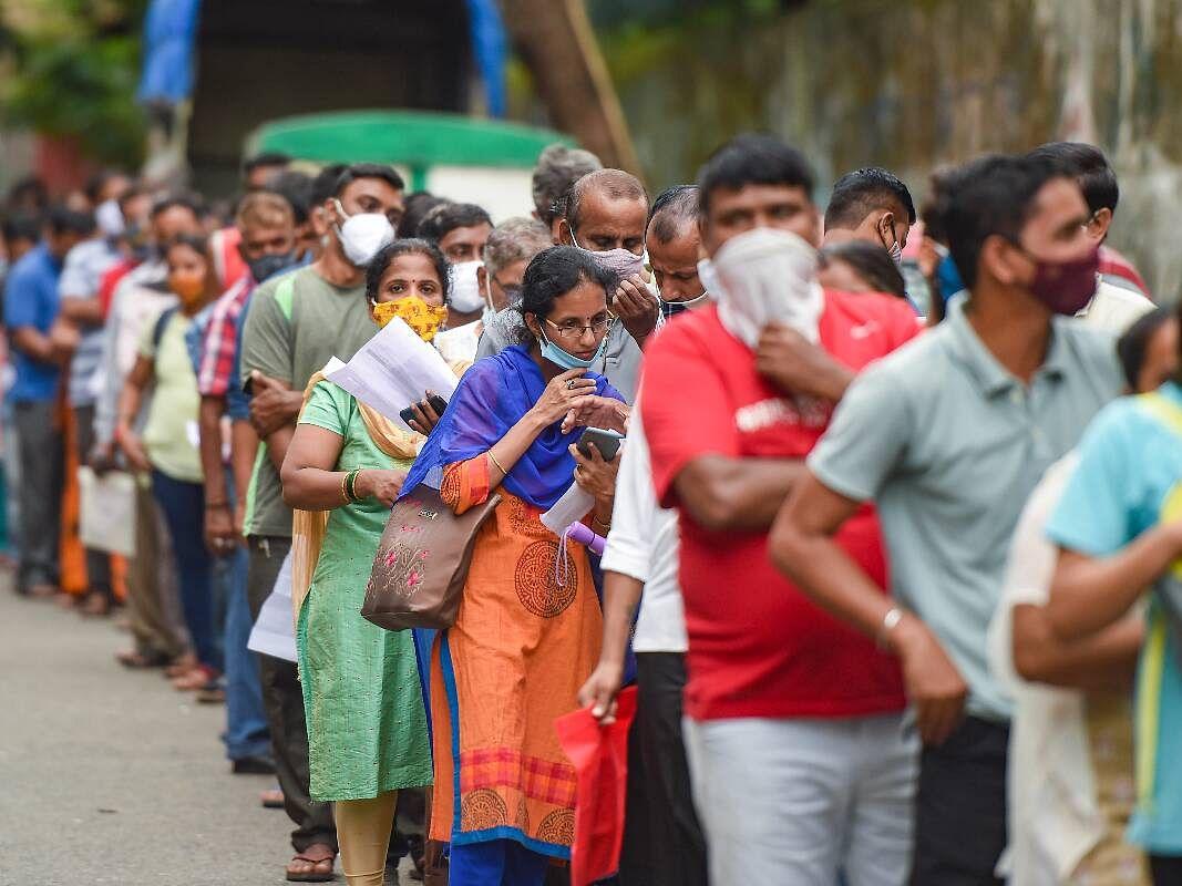 COVID-19 India Update: घट रहे सक्रिय मामले, पिछले 24 घंटे में आये 14 हजार से ज्यादा नए मामले