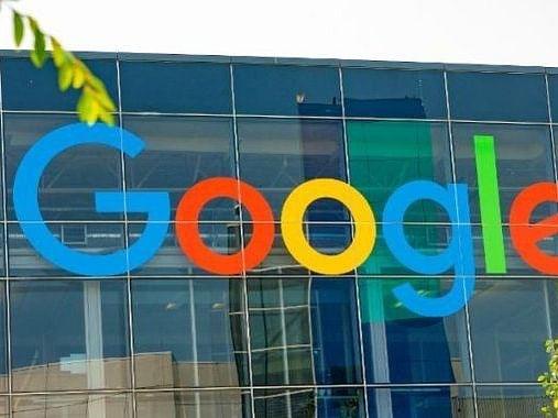 अपने 15 करोड़ उपयोगकर्ताओं के लिए डिफॉल्ट रूप से टू-फैक्टर ऑथेंटिकेशन चालू करेगा Google