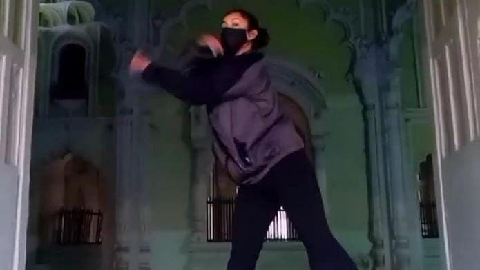 लखनऊ: डांसिंग गर्ल का वीडियो वायरल होने के बाद यूपी के बड़ा इमामबाड़ा जाने वाली महिलाओं के लिए ड्रेस कोड तय
