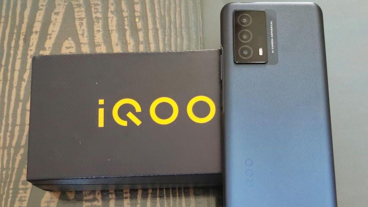 iQOO Z5x डाइमेंशन 900, 44 वॉट फास्ट चार्जिग के साथ आने की संभावना
